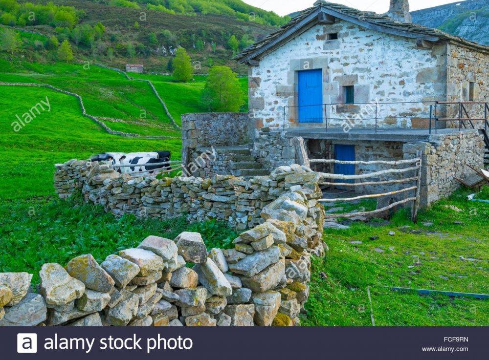 portillo-de-la-sa-valles-pasiegos-cantabria-spain-europe-FCF9RN.jpg